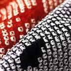 薄手の絹地を指先で小さく寄せて糸でくくり、防染して模様を描く伝統工芸品は?